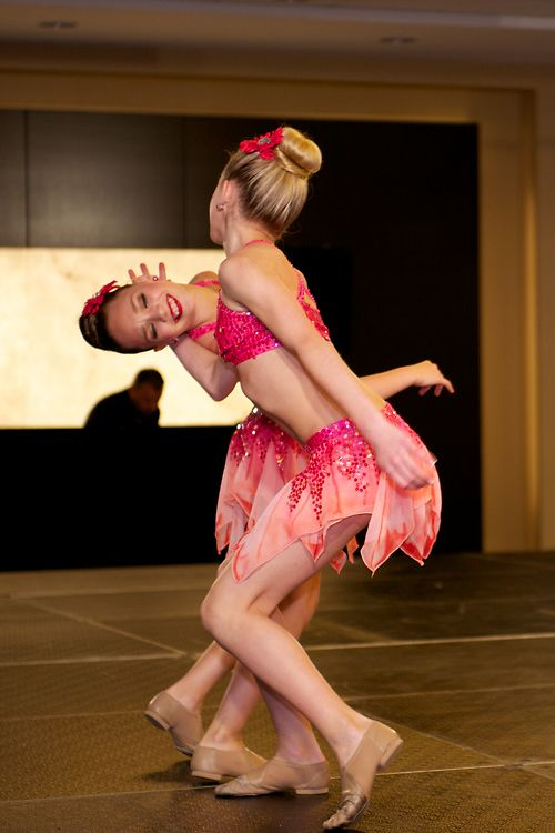 the dance moms Maddie Ziegler and Chloe Lukasiak Duet