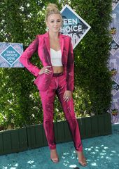 Arrivals on the red carpet of the 2016 Teen Choice Awards